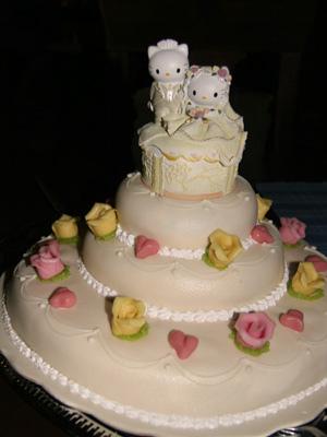 hello-kitty-wedding-cake-2